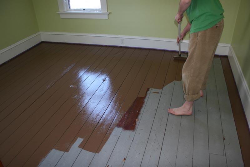رنگ کردن زمین چوبی